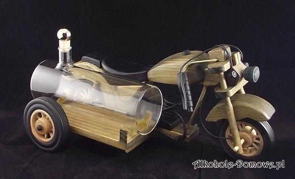 To prezent dla faceta, który ma porządny motocykl. Teraz postawi motor na stole i wypije z kosza. Nic więcej nie można dodać.