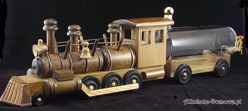 Stoi na stacji lokomotywa... i nalewka z niej wypływa. Wspaniała ozdoba kredensu, ciekawy gadżet dla pasjonatów alkoholi domowych.